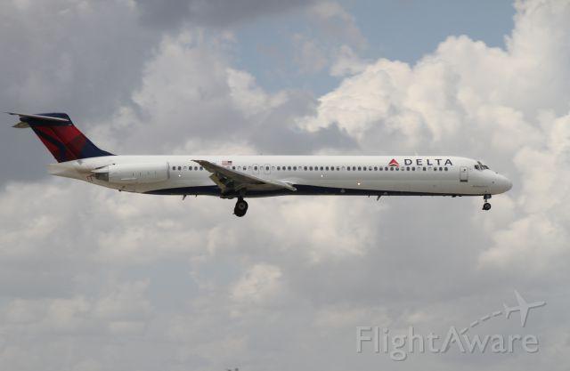 McDonnell Douglas MD-83 (N905DA)