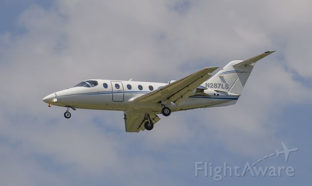 Beechcraft Beechjet (N287LS) - Runway 20R arrival @KDPA.