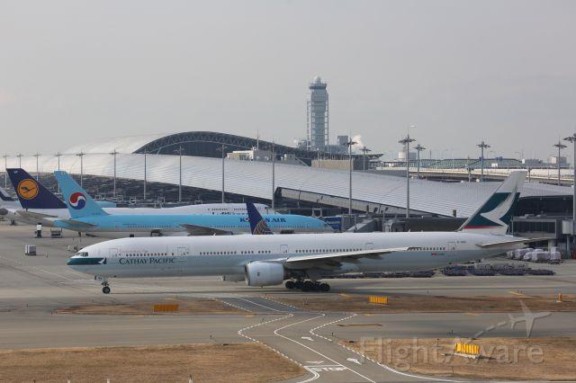 BOEING 777-300 (B-HNO)