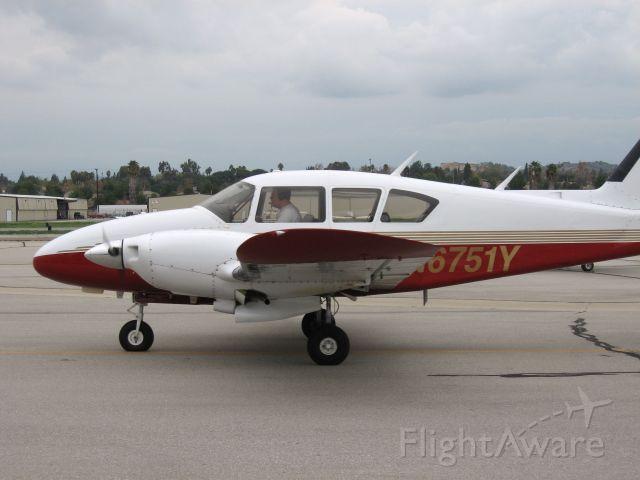 Piper Aztec (N6751Y) - Taxiing at Fullerton