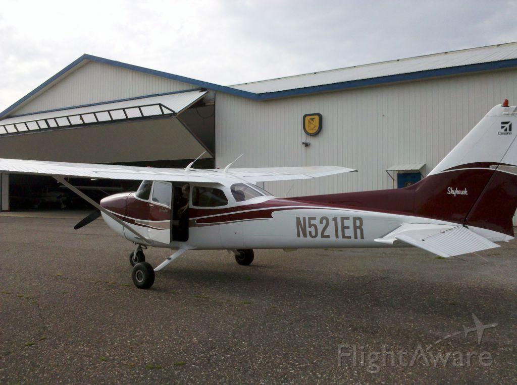Cessna Skyhawk (N521ER)