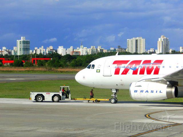 Airbus A320 (PR-MAN) - AIRBUS A319 OF TAM AIRLINES IN VITÓRIA-ES, BRAZIL