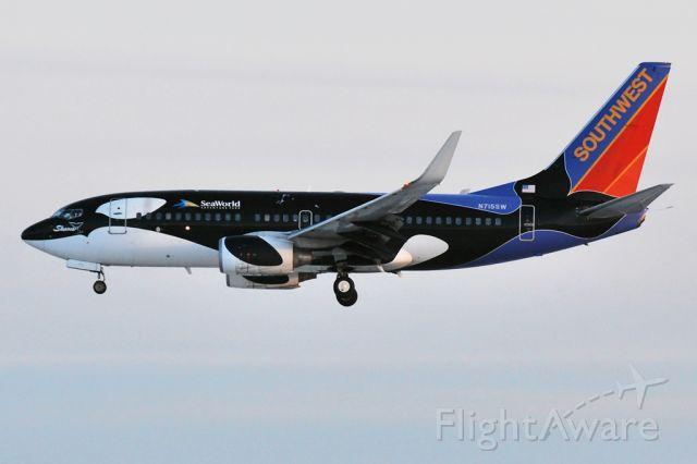 BOEING 737-400 (N715SW)