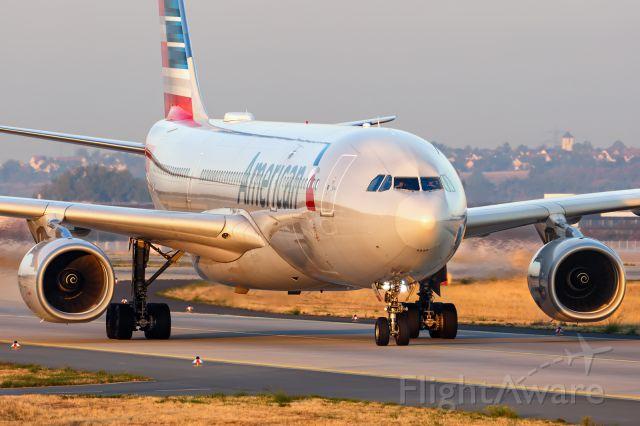Airbus A330-200 (N290AY)