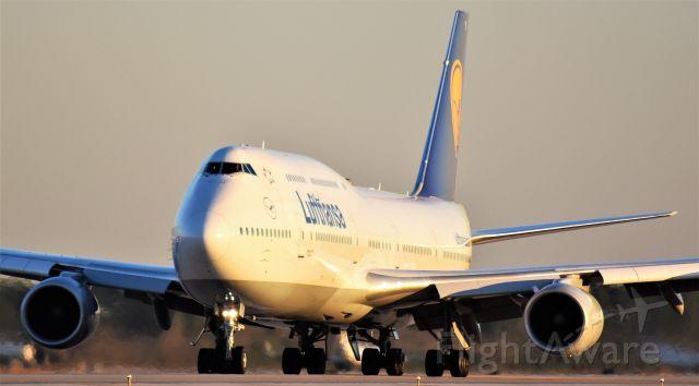 BOEING 747-8 (D-ABYI) - Lufthansa 747-8i departing Bush Intercontinental Airport.  Houston, Tx