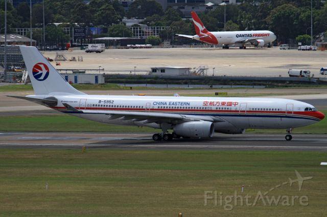 Airbus A330-200 (B-5952)