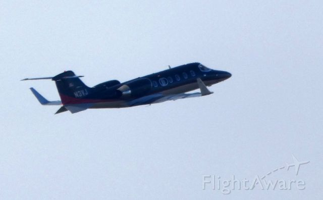 Learjet 31 (N3VJ) - A moment after departure is this 1991 Learjet 31 in the Autumn of 2018. Currently configured for use as a Medevac in the Autumn of 2018.