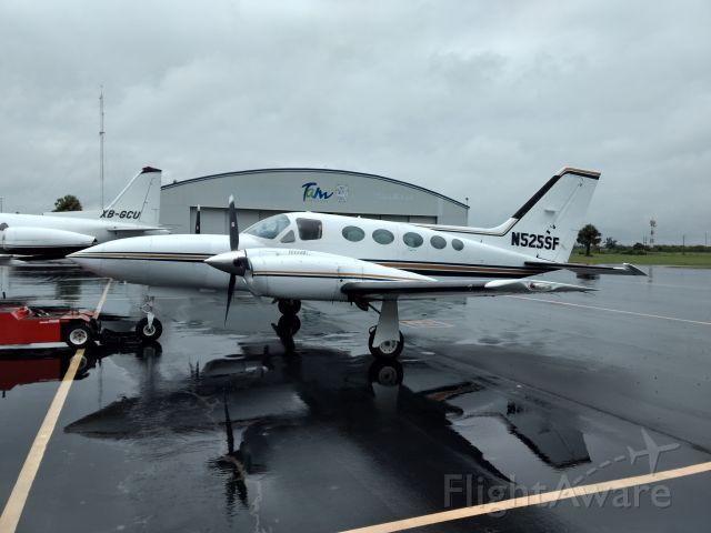 Cessna 421 (N525SF) - Refueling at MMCV airport