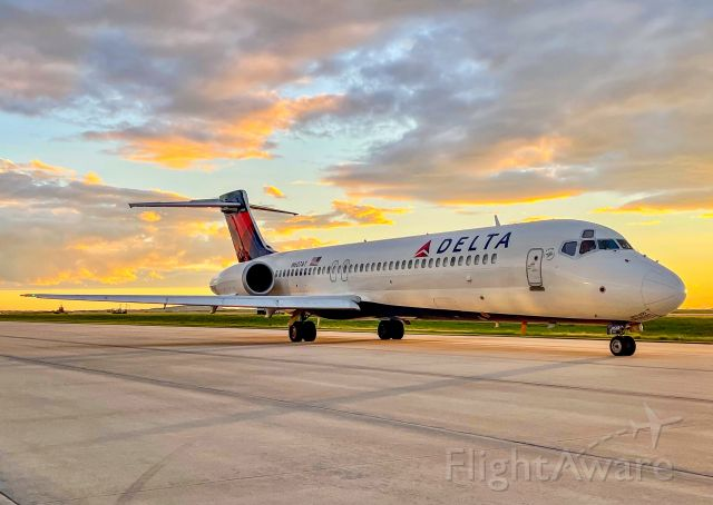 Boeing 717-200 (N607AT) - Ready to taxi out back to ATL.  We get some beautiful sunsets in upstate SC!