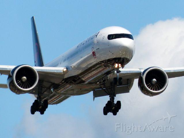 BOEING 777-300ER (C-FIUR)