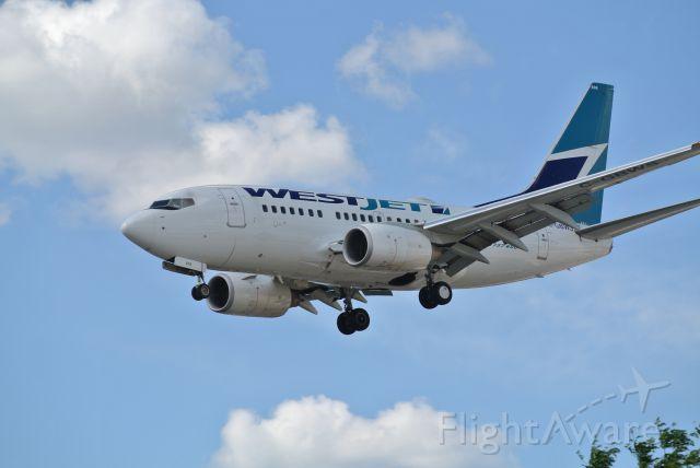 BOEING 737-600 (C-GBWS)