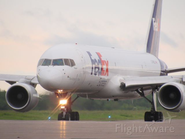Boeing 757-200 (C-FMEU) - Getting ready for take off!