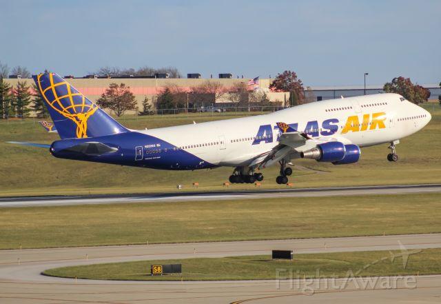 Boeing 747-400 (N322SG) - jacksonville jags landing on 18 left