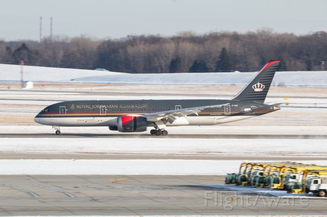 Boeing 787-8 (JY-BAH) - Royal Jordanian 787-8 slowing down on 3R after a flight from Amman via Montreal.