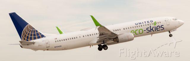 Boeing 737-900 (N75432) - United Airlines Eco-Skies plane.
