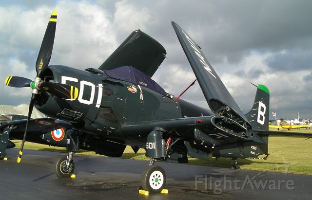— — - A 1949 Douglas AD-4 Skyraider at Oshkosh.