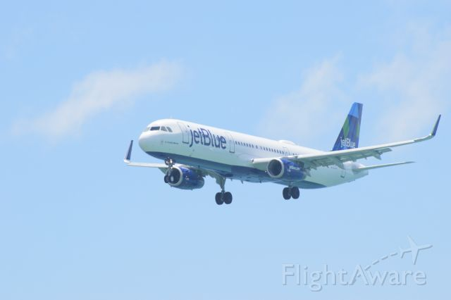 Airbus A320 (N989JT)