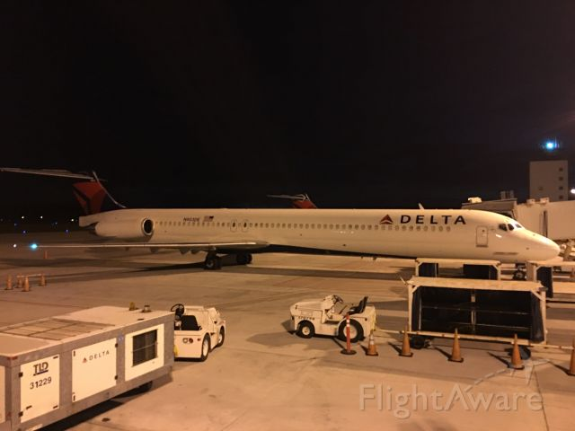McDonnell Douglas MD-88 (N903DE) - In the very early morning.