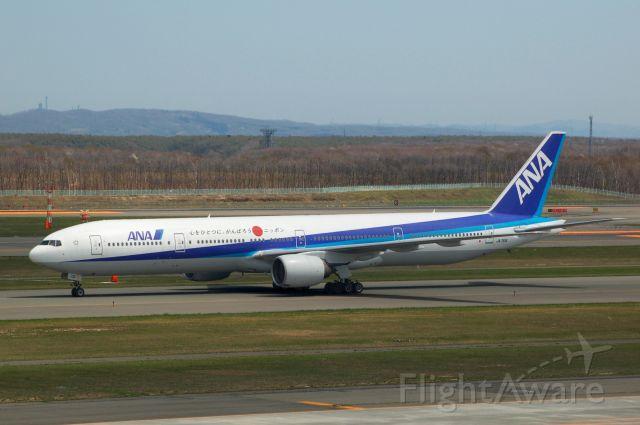 BOEING 777-300 (JA751A) - 2013-05-17