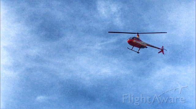 — — - Helicóptero dedicado al turismo en la ciudad de Ushuaia Tierra del Fuego Argentina