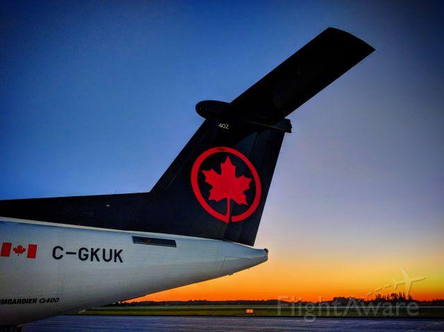 de Havilland Dash 8-400 (C-GKUK) - Jazz Flight 8640 sunrise