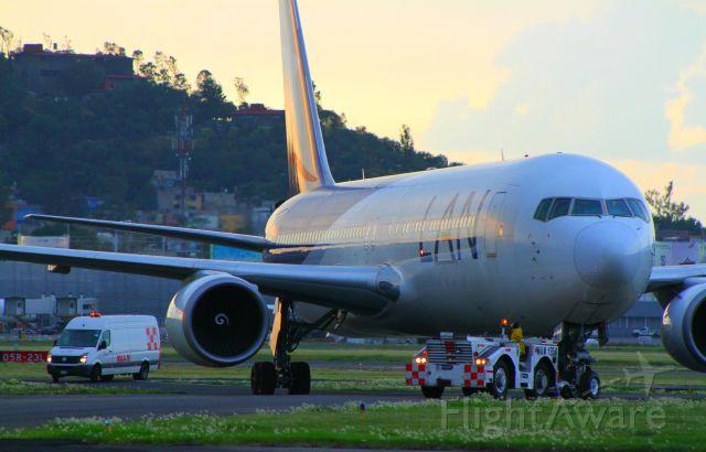 BOEING 767-300 (CC-BDD) - Saying goodbye hangar MasAir