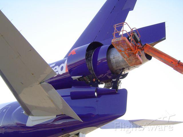 Boeing MD-11 (N525FE) - FEDEX MAINTENANCE TECHS WORK #2