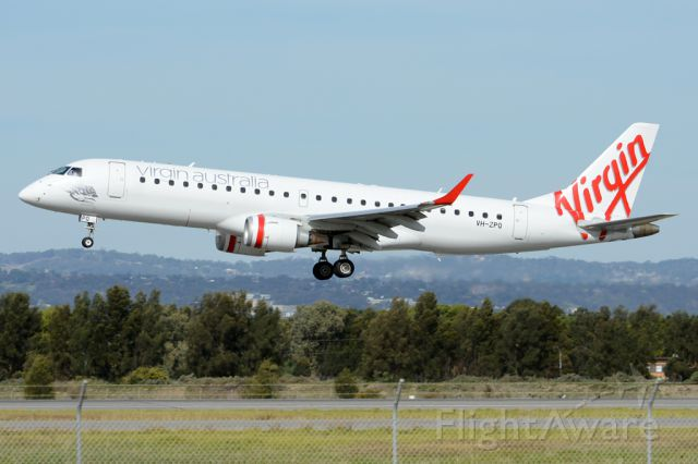 Embraer ERJ-190 (VH-ZPQ) - About to put down on runway 05. Thursday, 8th May 2014.