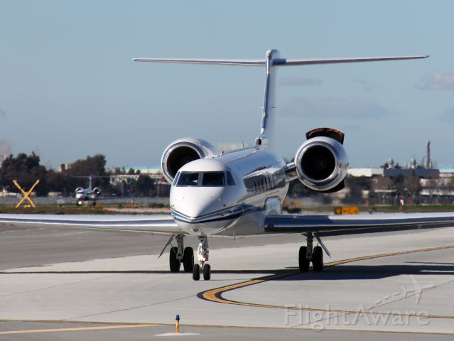 Gulfstream Aerospace Gulfstream V (N940AJ) - This G-V taxiies to 30L for departure and tests his left reverser, while an HP G-V taxiies to the FBO.