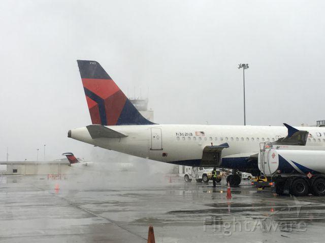 Airbus A319 (N362NB) - March snow!
