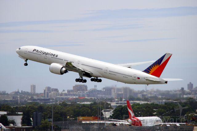 BOEING 777-300 (RP-C7777)