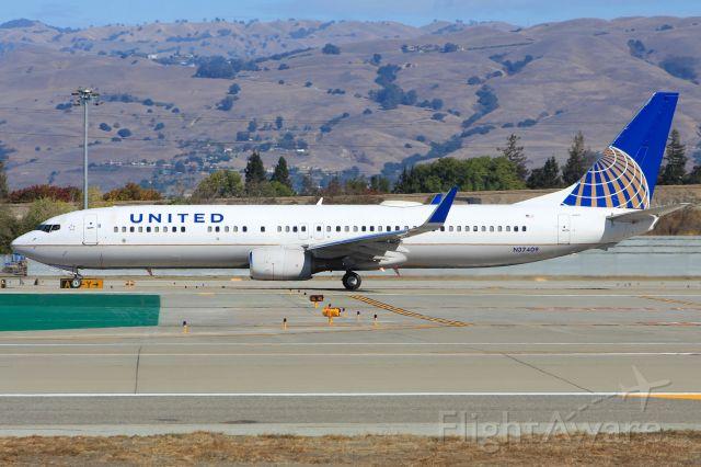 Boeing 737-900 (N37409)