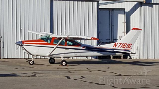 Cessna Skylane (N71616)