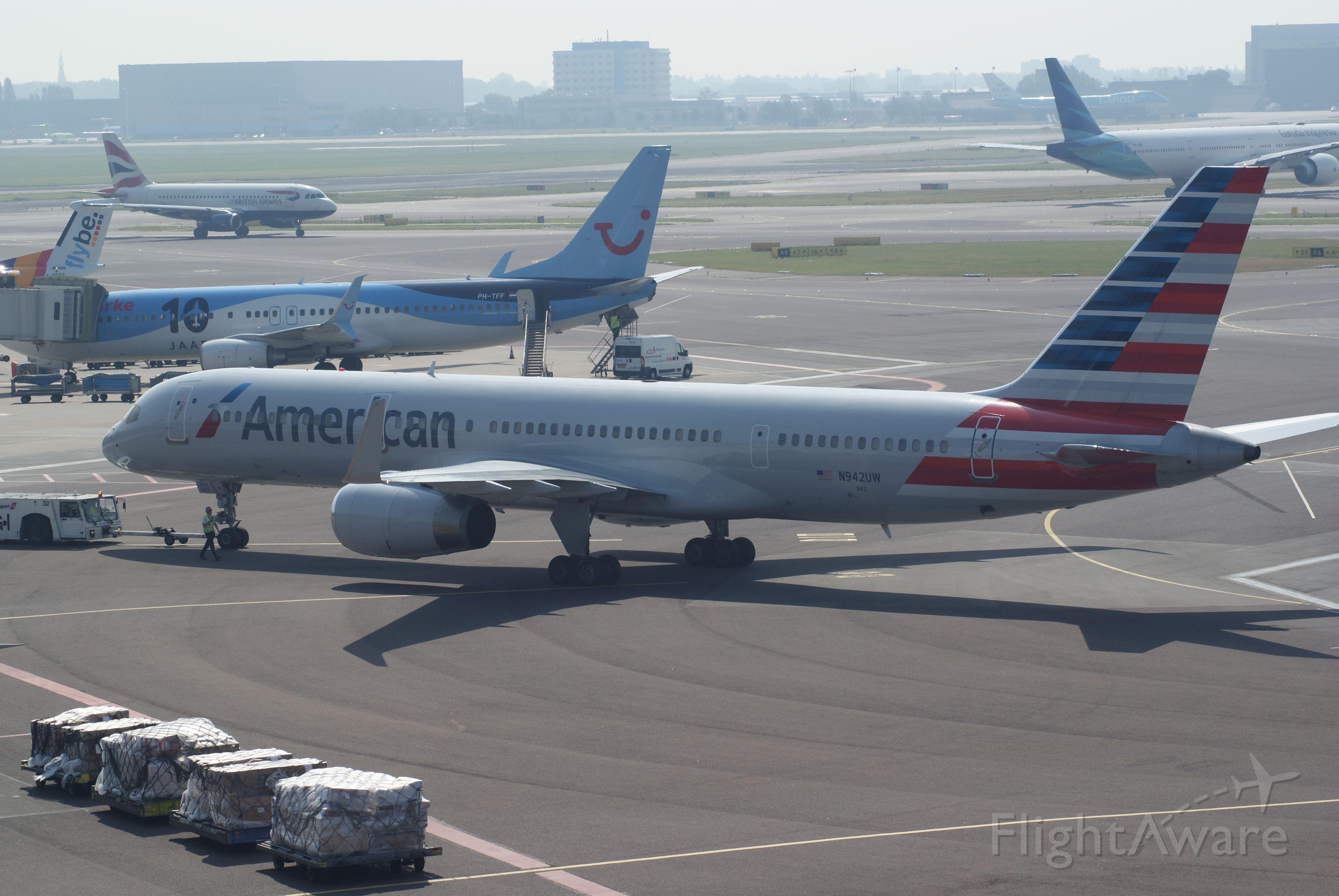 Boeing 757-200 (N941UW) - American Airlines B757-2B7 cn27806