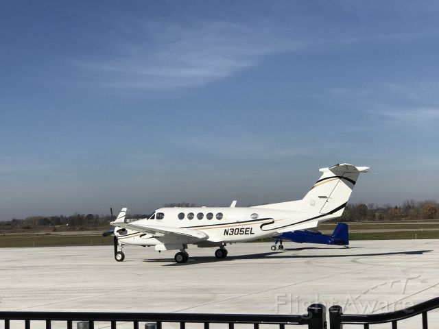Beechcraft Super King Air 200 (N305EL) - The Beechcraft King Air 200 leaving Jackson Michigan (KJXN) bound for Columbus, Ohio. (KCMH)
