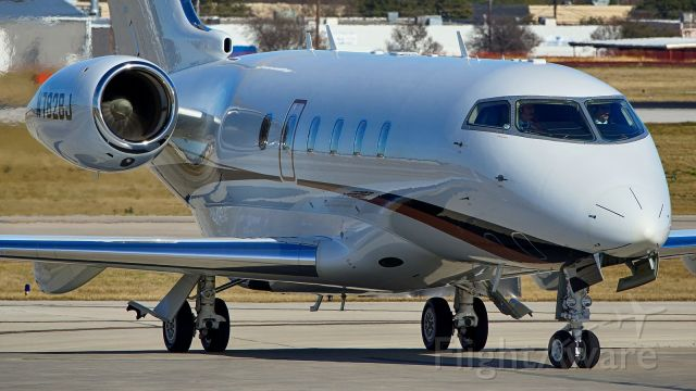 Bombardier Challenger 300 (N782BJ)