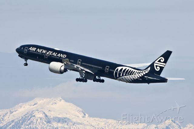 BOEING 777-300ER (ZK-OKQ)