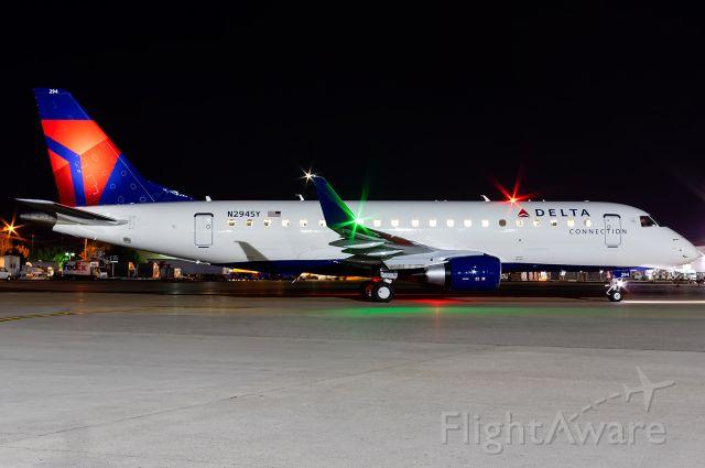 Embraer 175 (N294SY) - Full quality Photo --> https://www.airliners.net/photo/Delta-Connection-SkyWest-Airlines/Embraer-175LR-ERJ-170-200LR/5529419?qsp=eJwtjEEKwkAMRe%2BStRsRXHSnHkAXXiAkn1ptnSEJ6FB6d8Pg7vH%2B560k5R34xr1V0EAONnnQjiobL07DSi%2B0TzFNpstzKXBY7l4szi2dcuAkghrQv7%2Ba5icnuPTUmOl9AuzWmQ7H9Dp5nbk3EDzNtG0/zpkv0w%3D%3D