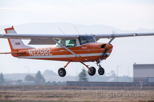 Cessna Commuter (N22682) - Perfectly stabilized landing at Hollister, CA KCVH, Dec. 31, 2017