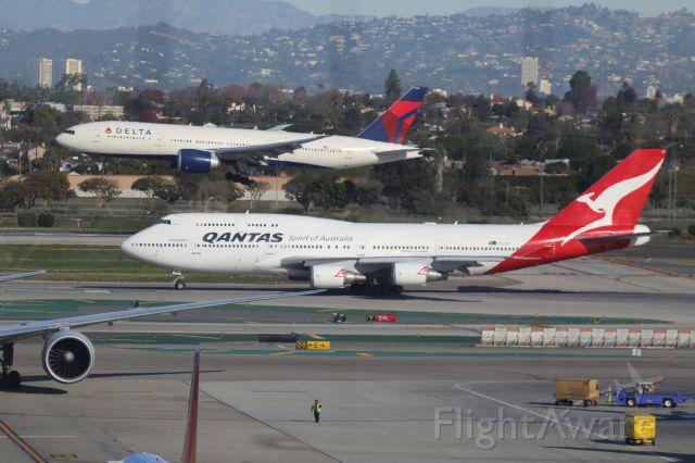 Boeing 747-400 (VH-OEI)