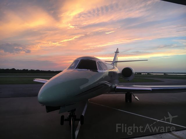 Dassault Falcon 10 (N333KE) - Start of the day at 20:00.