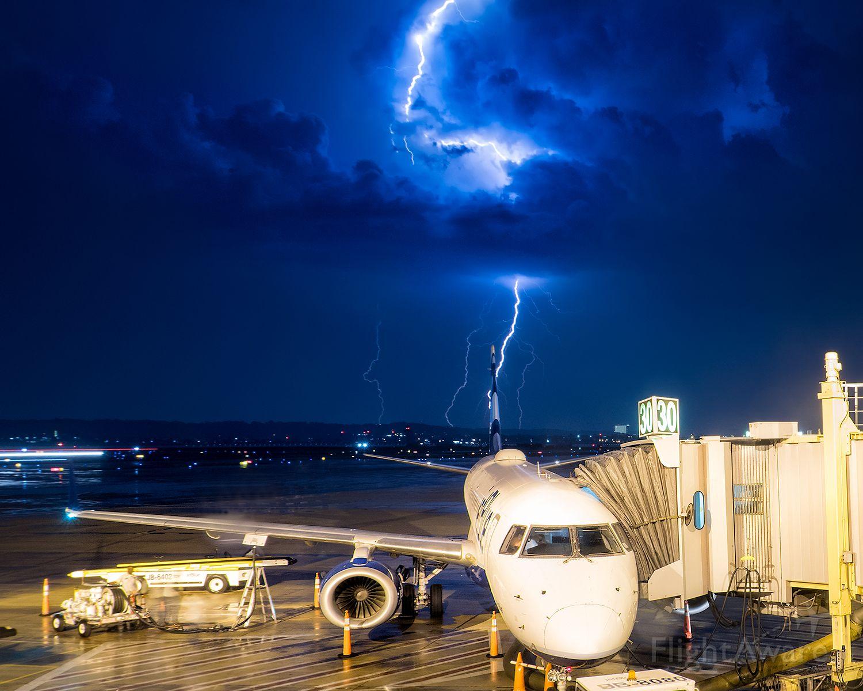 Embraer ERJ-190 — - Thunderstruck in DC