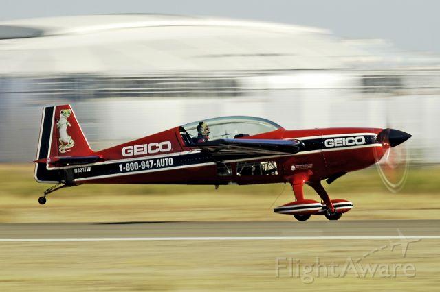EXTRA EA-300 (N321TW) - 10/29/2005 Glendale AZ Airshow 2005