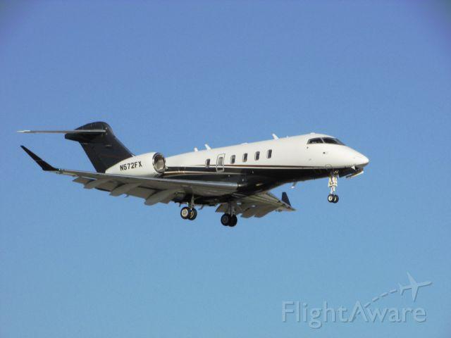 Bombardier Challenger 300 (N572FX) - Landing RWY 20R