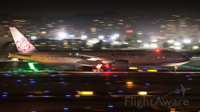 BOEING 777-300ER (B-18053)