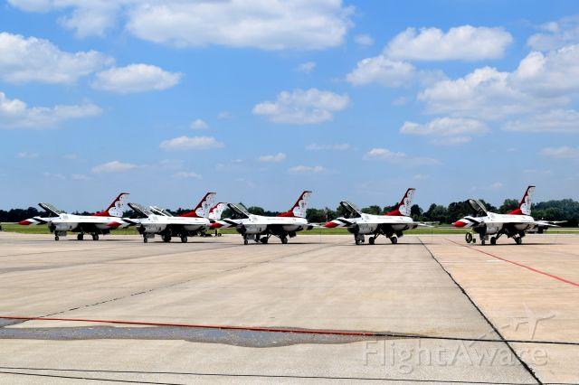 Lockheed F-16 Fighting Falcon — - Scott AFB