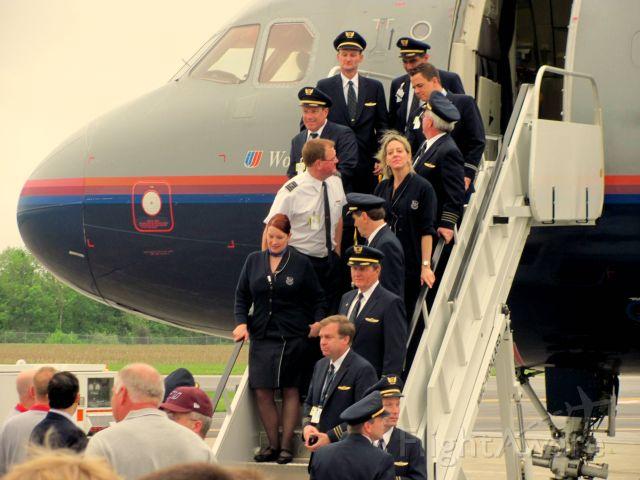 Airbus A320 (N434UA) - Flight Crew of N434UA at KMDH for the 2010 UAL/SIU Career Day.