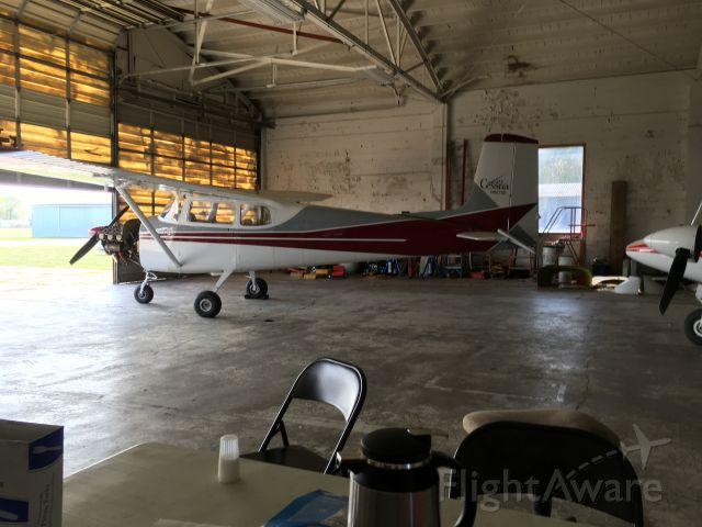 Cessna Skyhawk (N8678B)