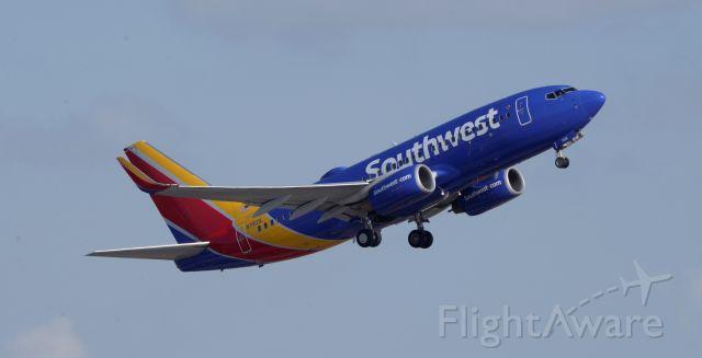 Boeing 737-700 (N7821L) - Phoenix Sky Harbor International Airport departure rwy 07L 09SEP19