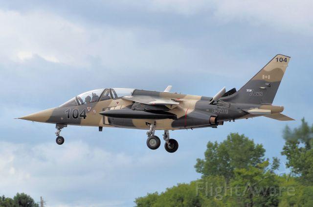 DASSAULT-BREGUET/DORNIER Alpha Jet (C-FHTO) - Approaching rwy 25.